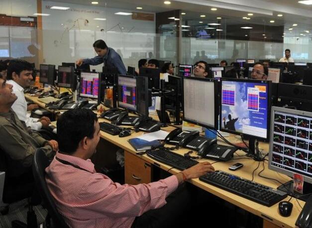 Sensex结束波涛汹涌的一天111点 中小盘股指数创历史新高