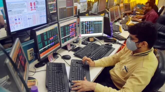 Sensex早盘下跌超过185点 Nifty的低于15400