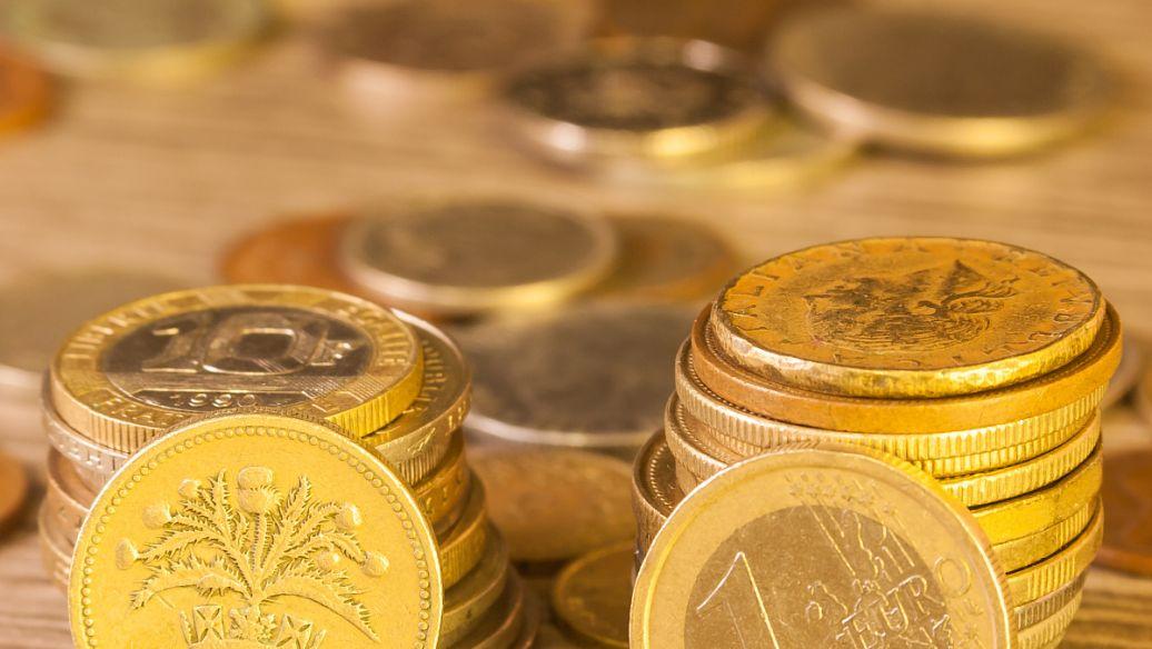 黄金大幅抛售 银价低于70500卢比