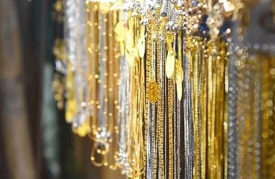 黄金期货价格下跌 白银价格每公斤68000卢比