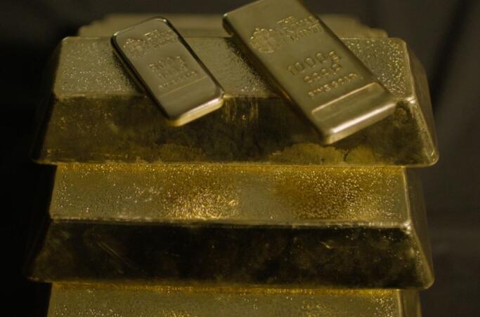 皇家铸币局将当前局势淘金热和大卫·鲍伊的回归归功于盈利