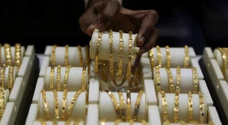 今日黄金价格跌破46900卢比的1个月低点
