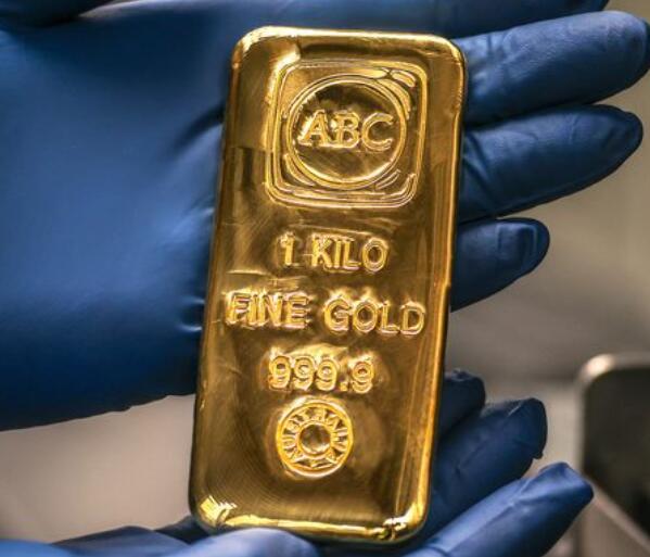 金价收高 但美元走强将金价保持在每盎司1800美元以下