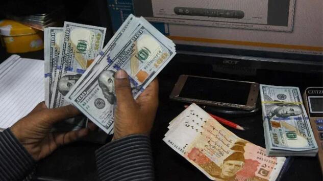卢比兑美元汇率保持稳定