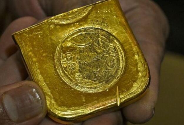 黄金期货回落至关键的1800美元关口下方
